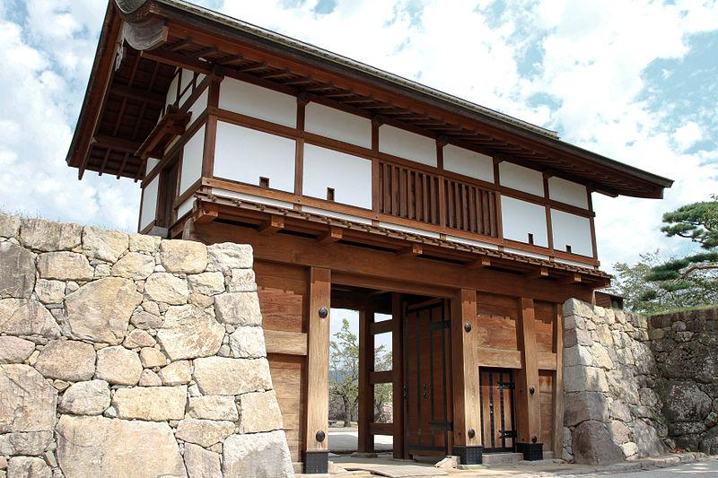 800px-Matsushiro_Castle_20100919-05
